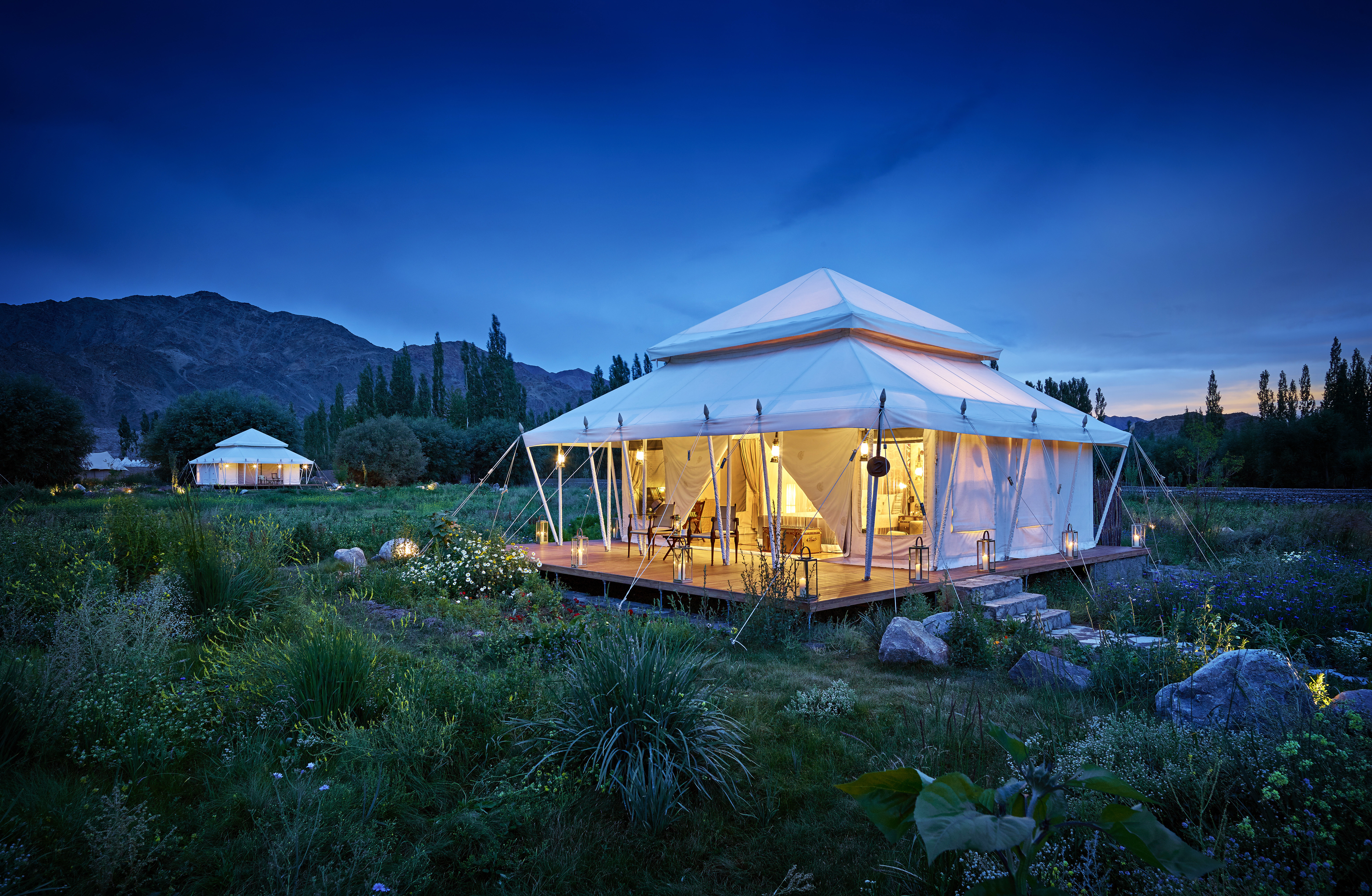 gt-luxury-suite-tent-white-exterior-01_highres