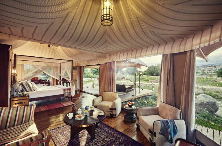 gt-presidential-suite-tent-interior-01_highres